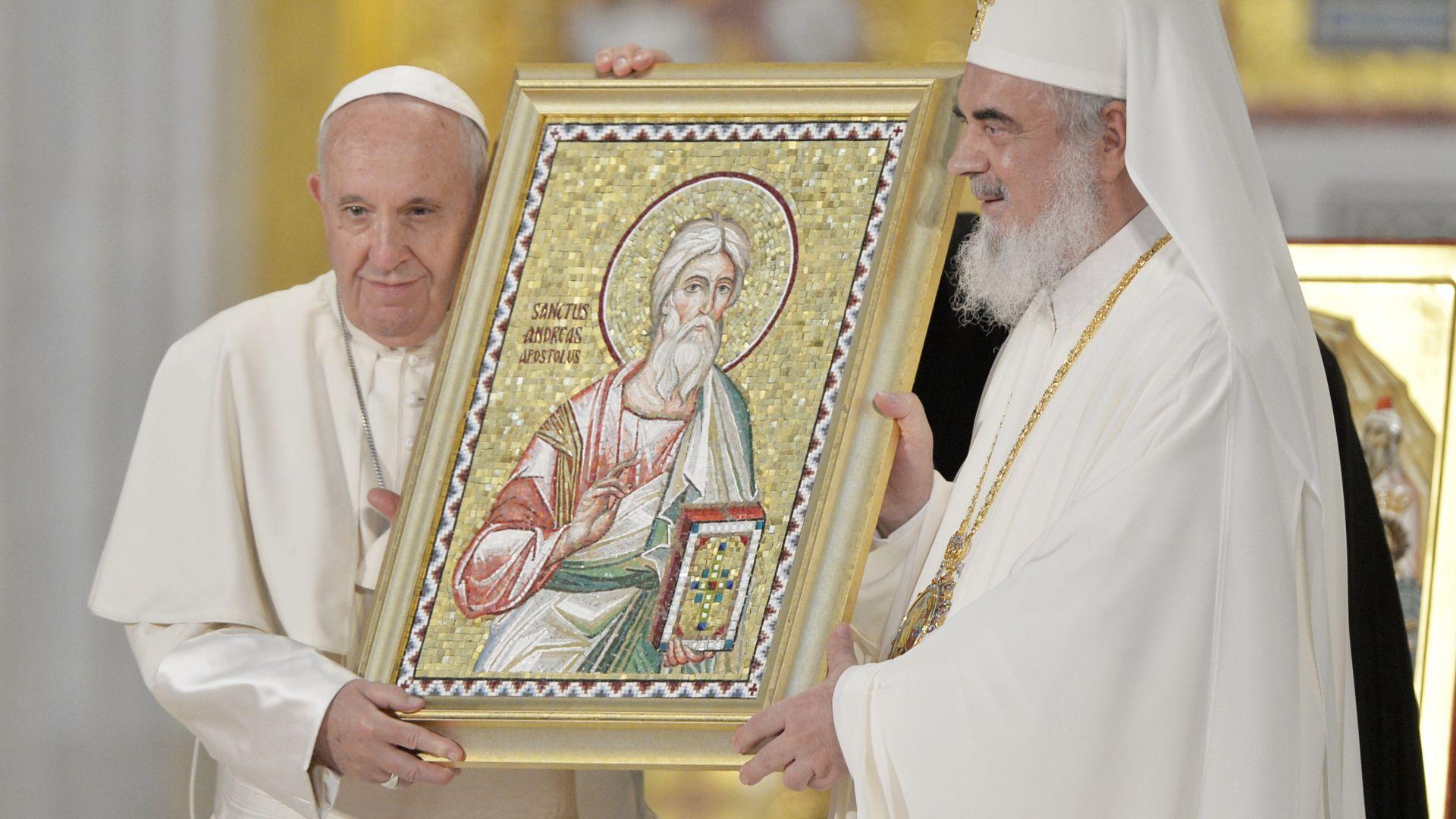 Папата прочете молитва в новата православна катедрала в Букурещ (снимки)