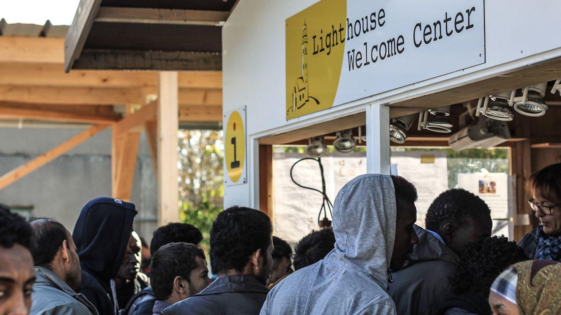 Петима полицаи бяха ранени при размирици в бежански център в Германия