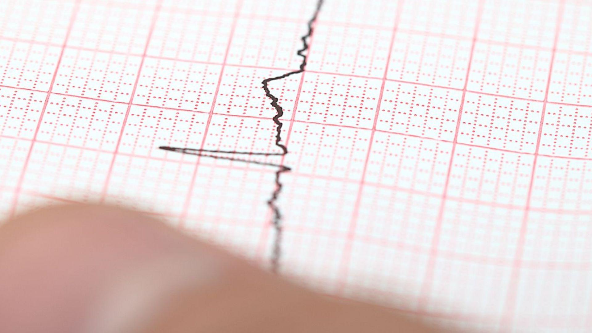 Земетресение с магнитуд 7,5 удари Индонезия