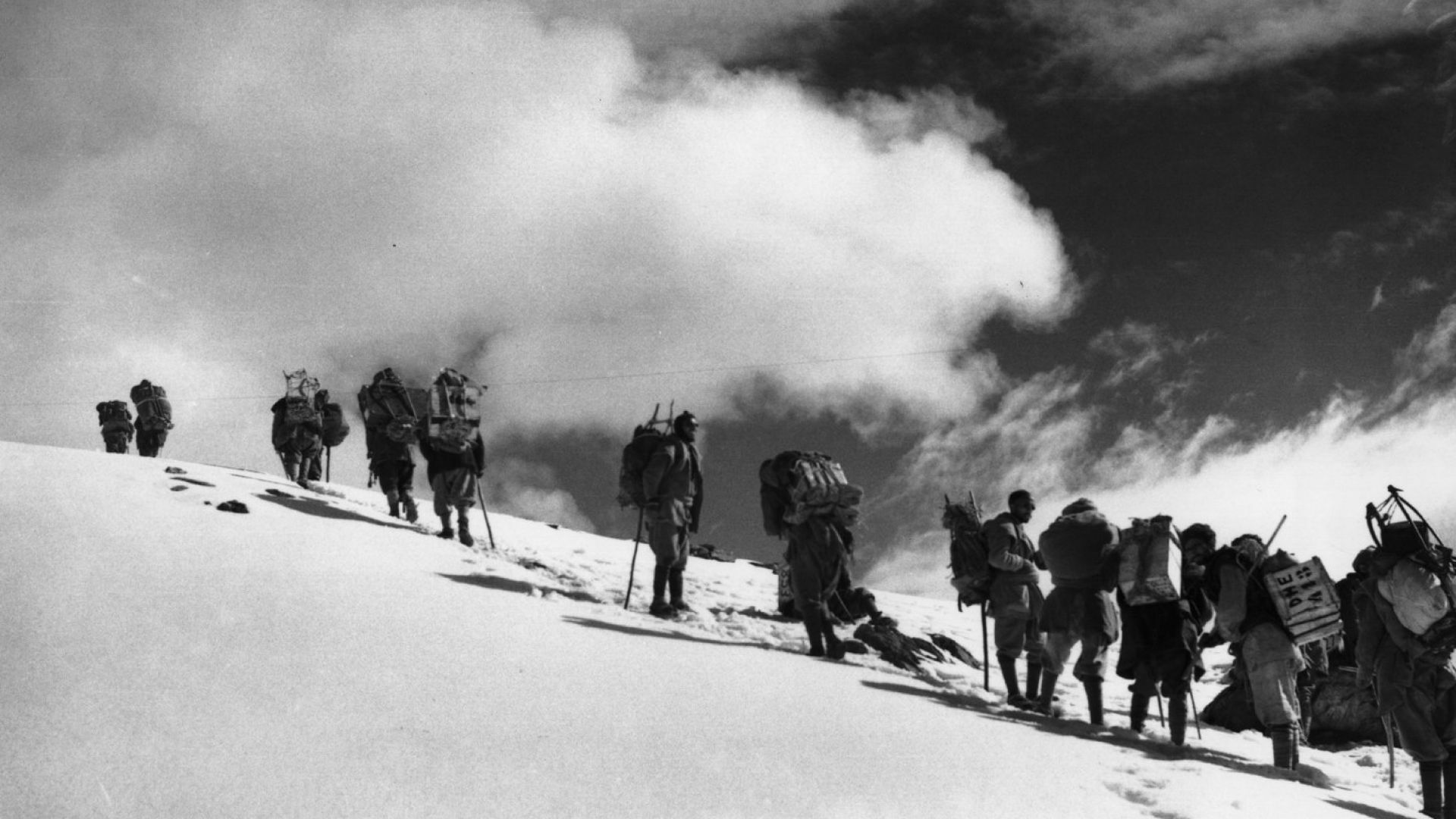 Вече издирват изчезналите в Хималаите алпинисти