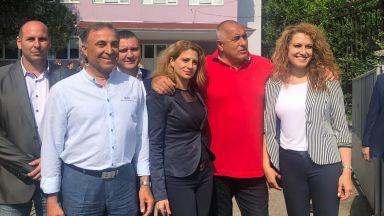 Борисов обикаля страната, посети гимназия: Пари за образование не бива да се пестят