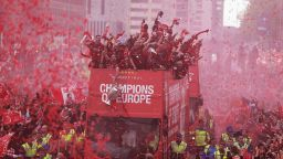 """Градът на """"Бийтълс"""" посрещна шампионите на Европа (снимки)"""