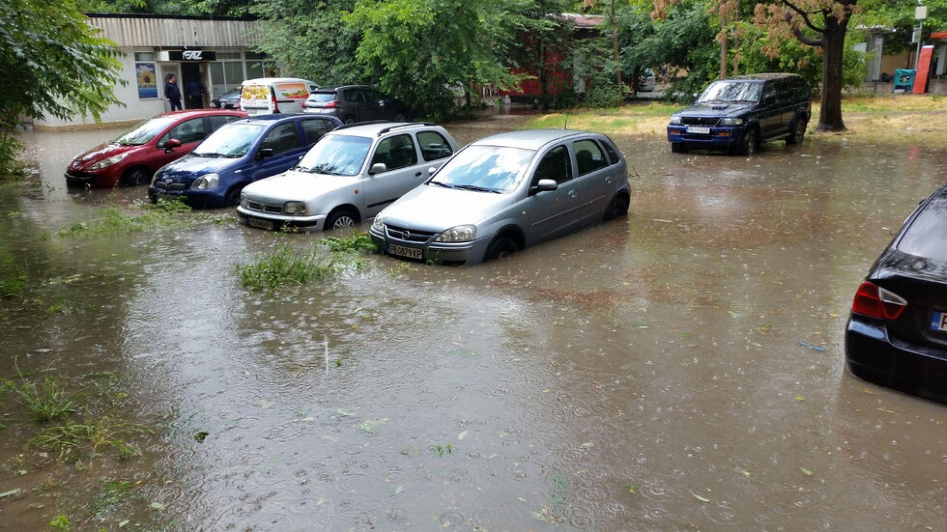 Пловдив под вода, евакуираха 120 деца, бременни и инвалиди