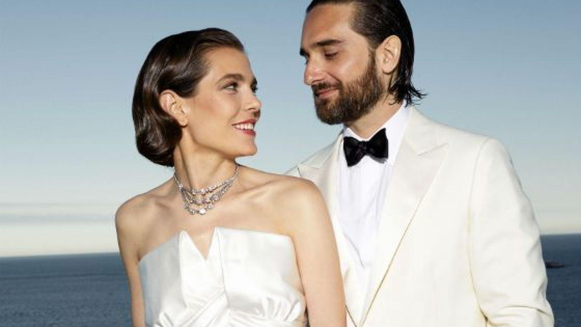 Шарлот Казираги се омъжи в изчистена рокля за Димитри Расам