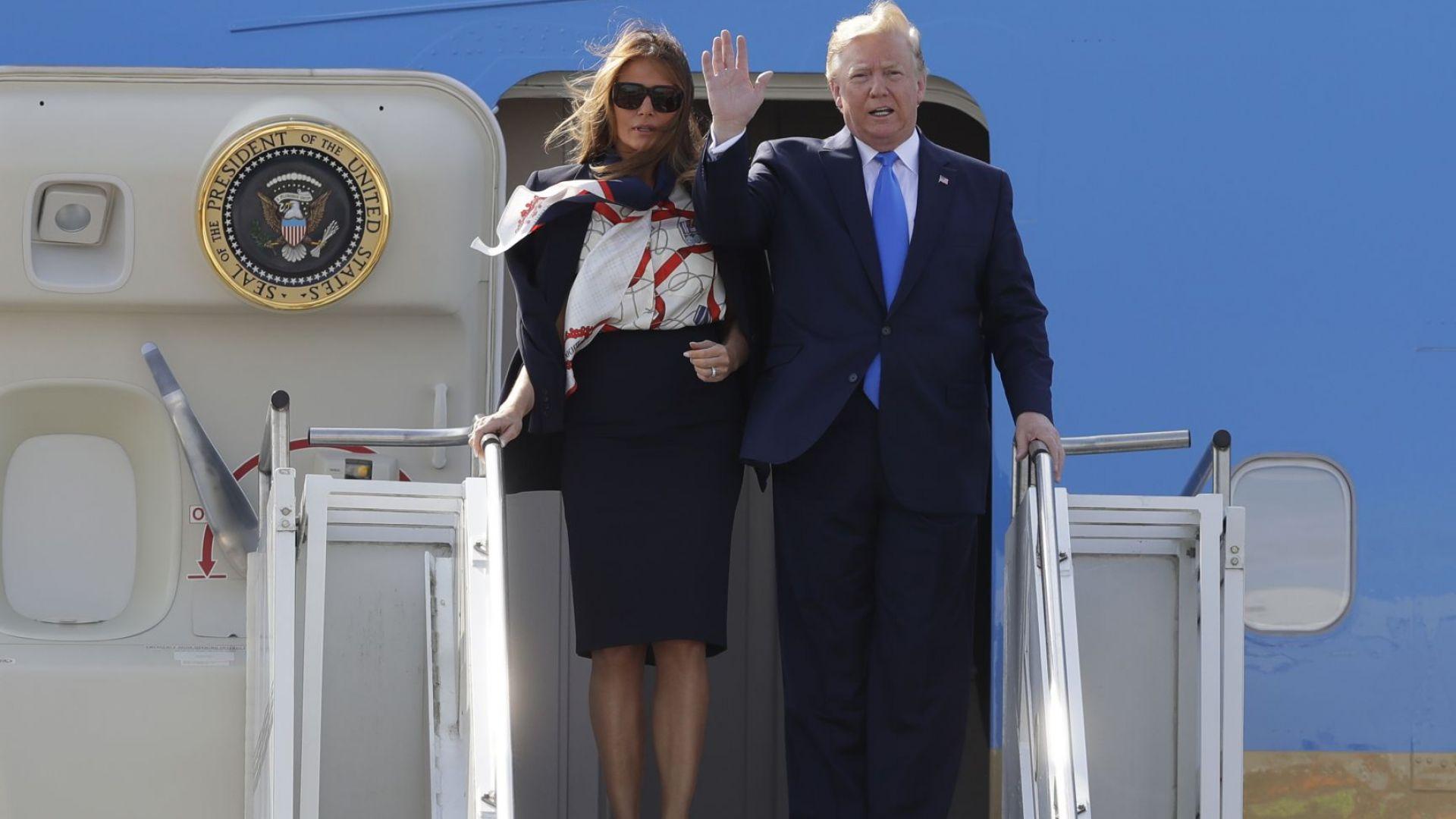 Тръмп и Мелания пристигнаха с Air Force 1 във Великобритания (снимки)