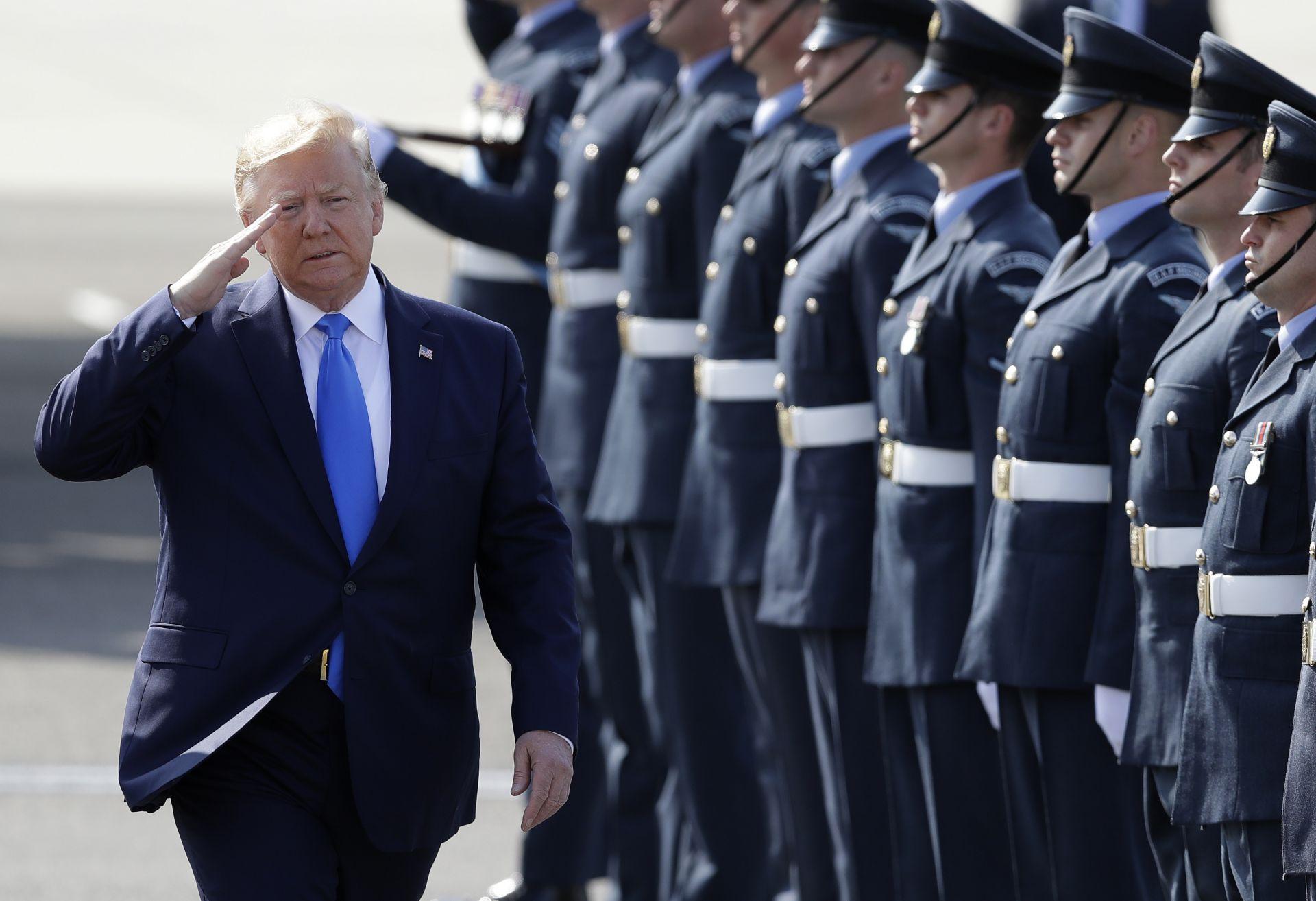 Тръмп отдаде чест