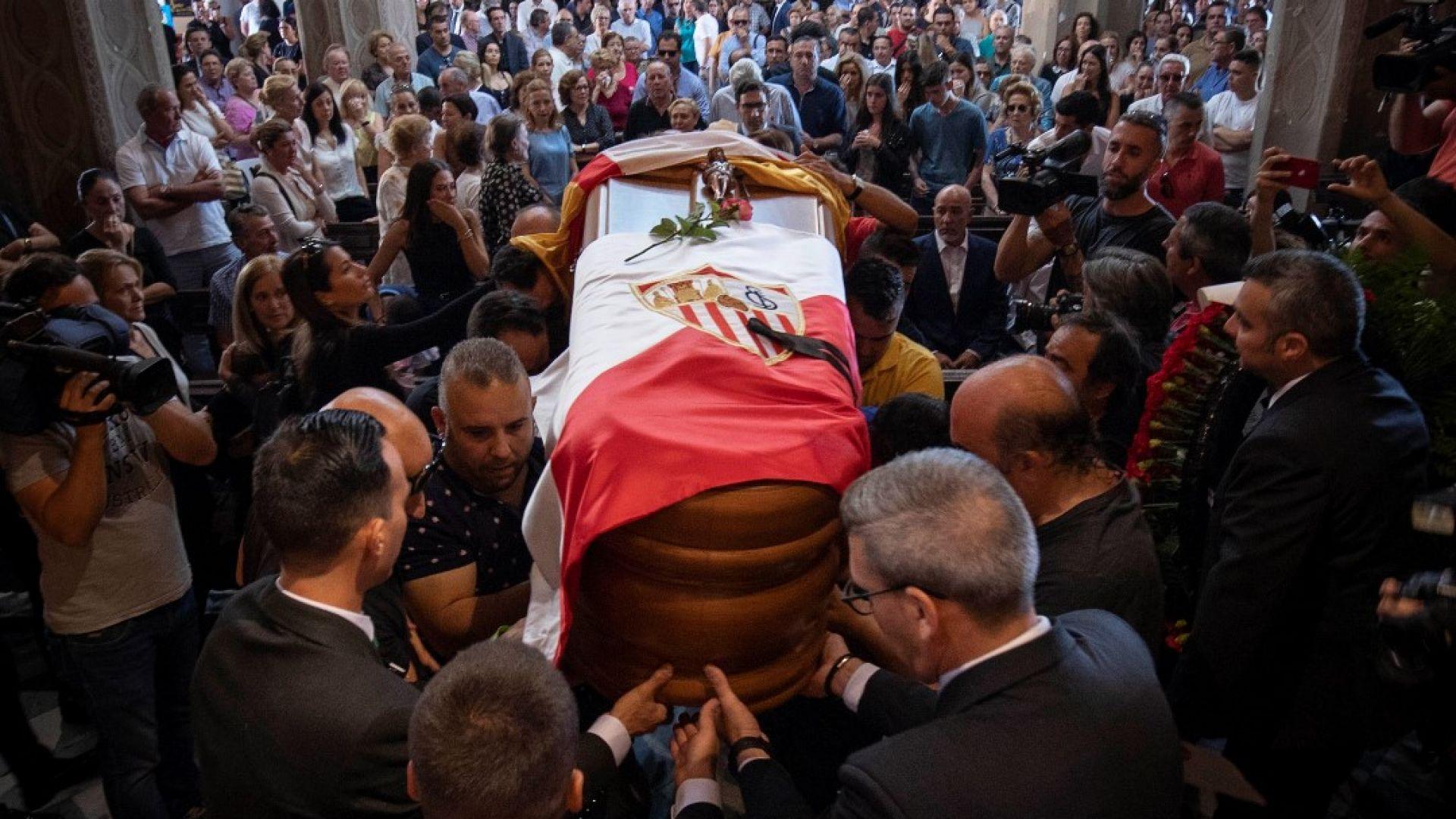 Семейство, приятели и фенове изпратиха Хосе Антонио Рейес (снимки)