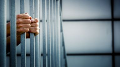 До 3 г. затвор грозят родителите на 15-месечното бебе, паднало от 2-ия етаж