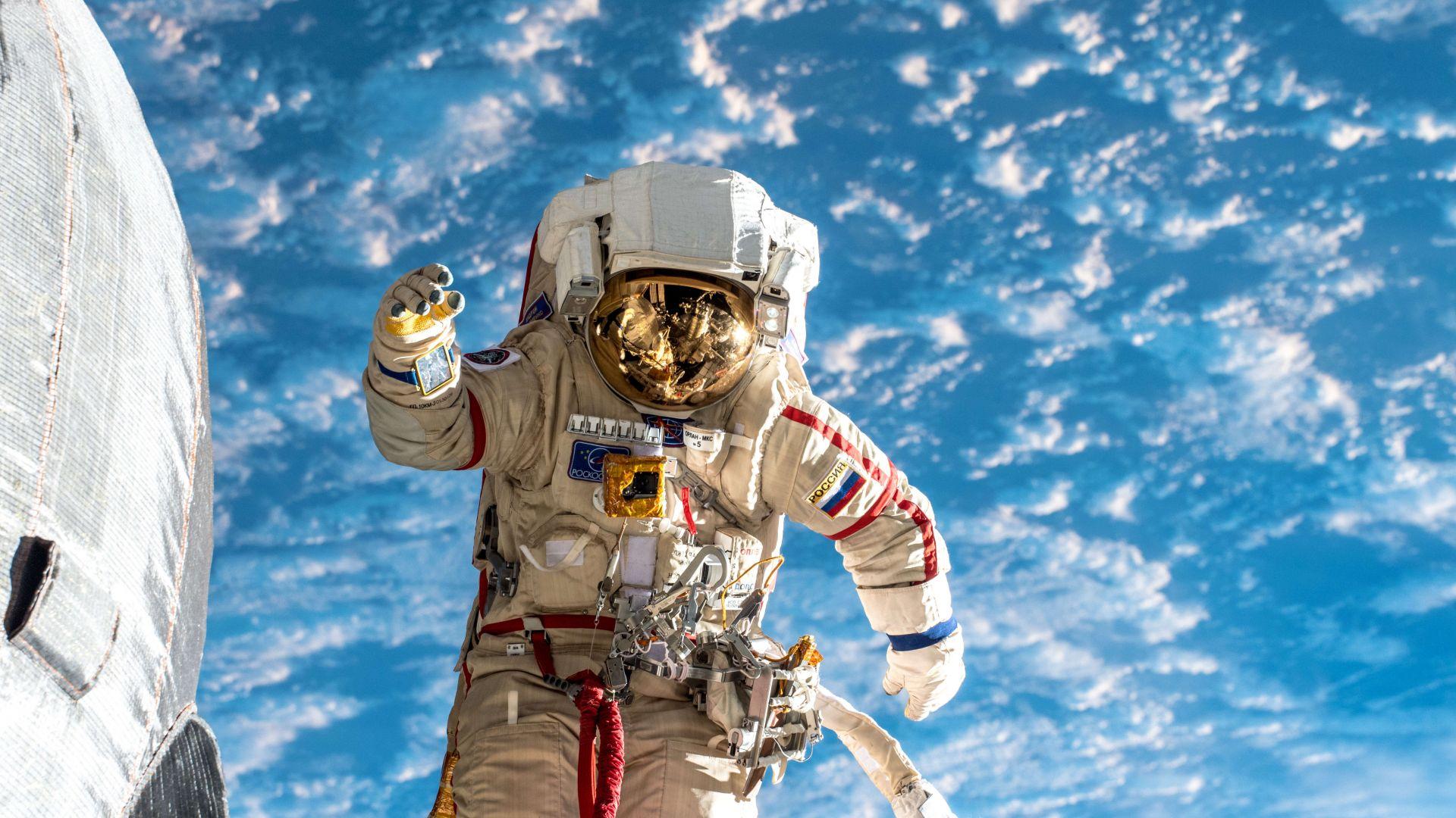 Прибират кърпа, стояла 10 години в Космоса