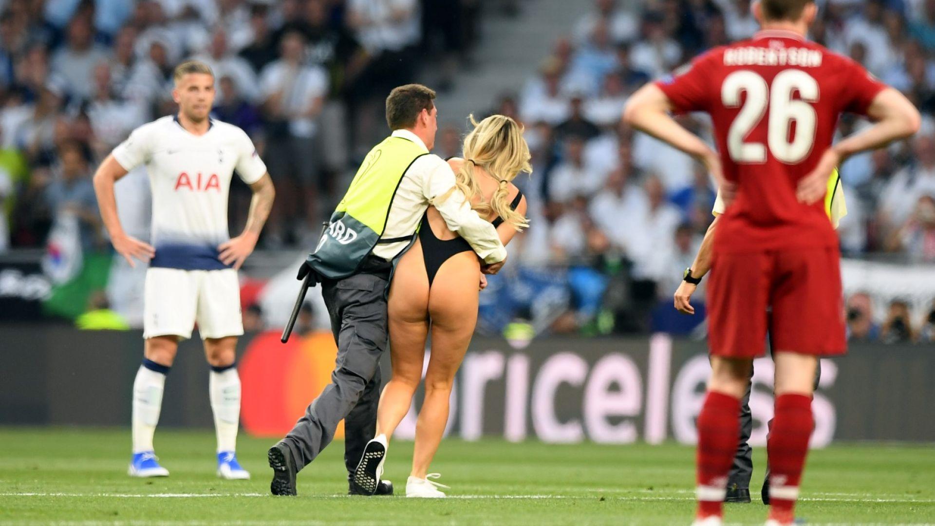 Дамата, която нахлу на финала, се размина със скромно наказание
