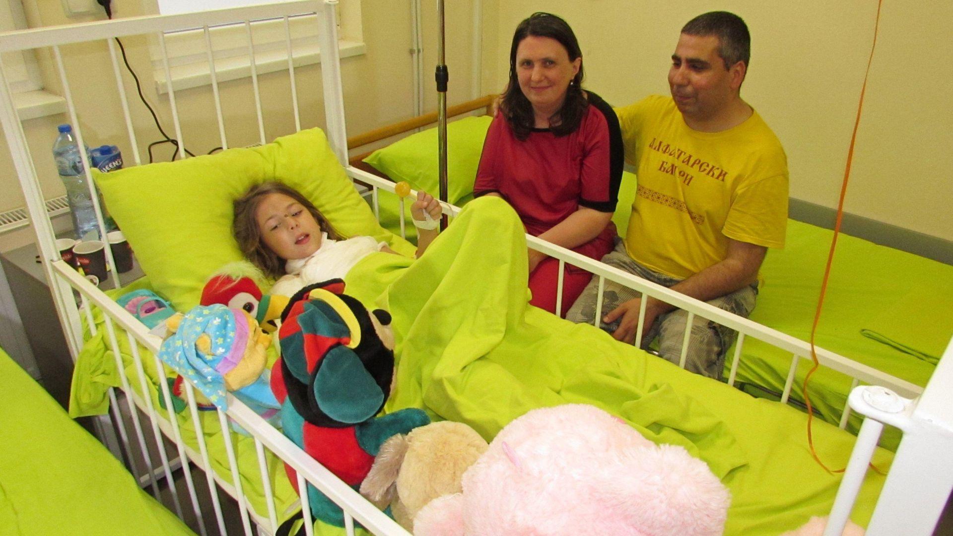Месеци ще са нужни за възстановяване на момиченцето, ранено от граната на МВР