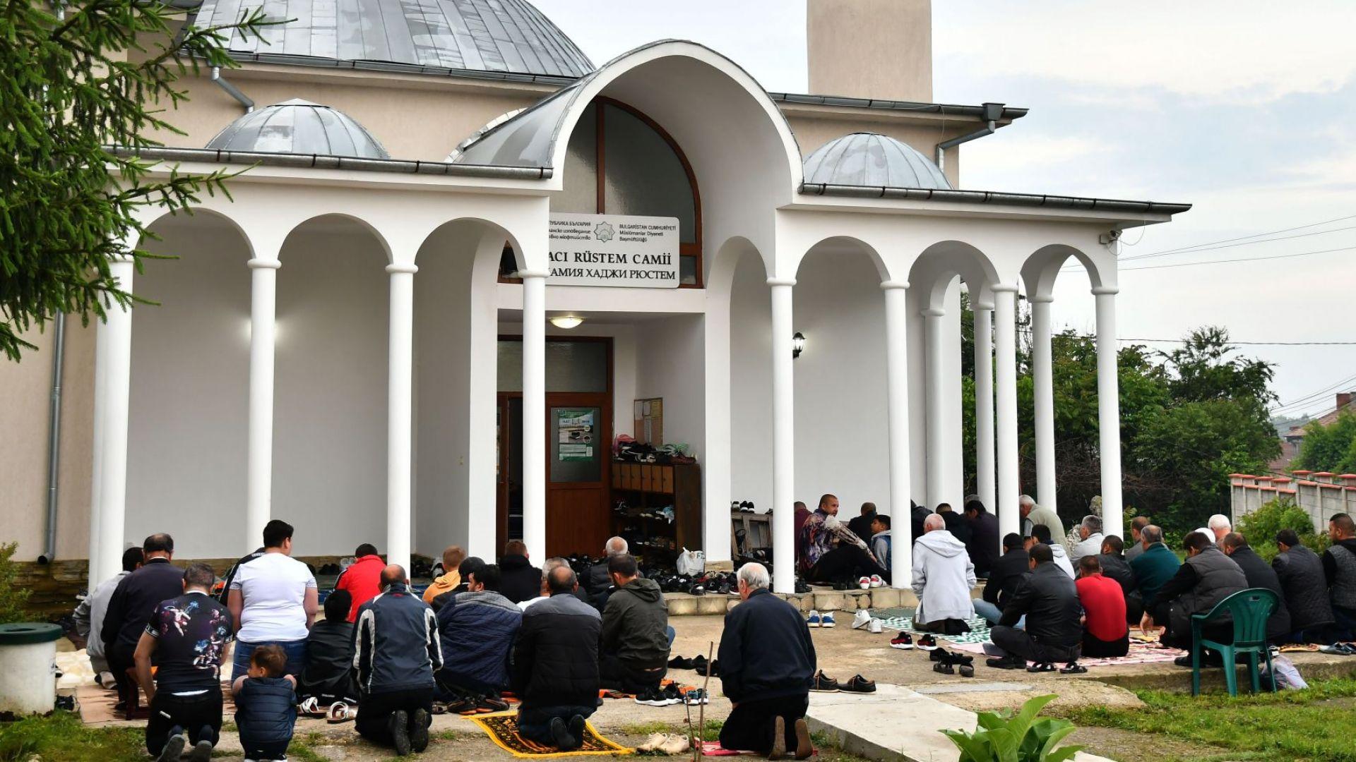 Борисов и Радев поздравиха мюсюлманите за Рамазан Байрам
