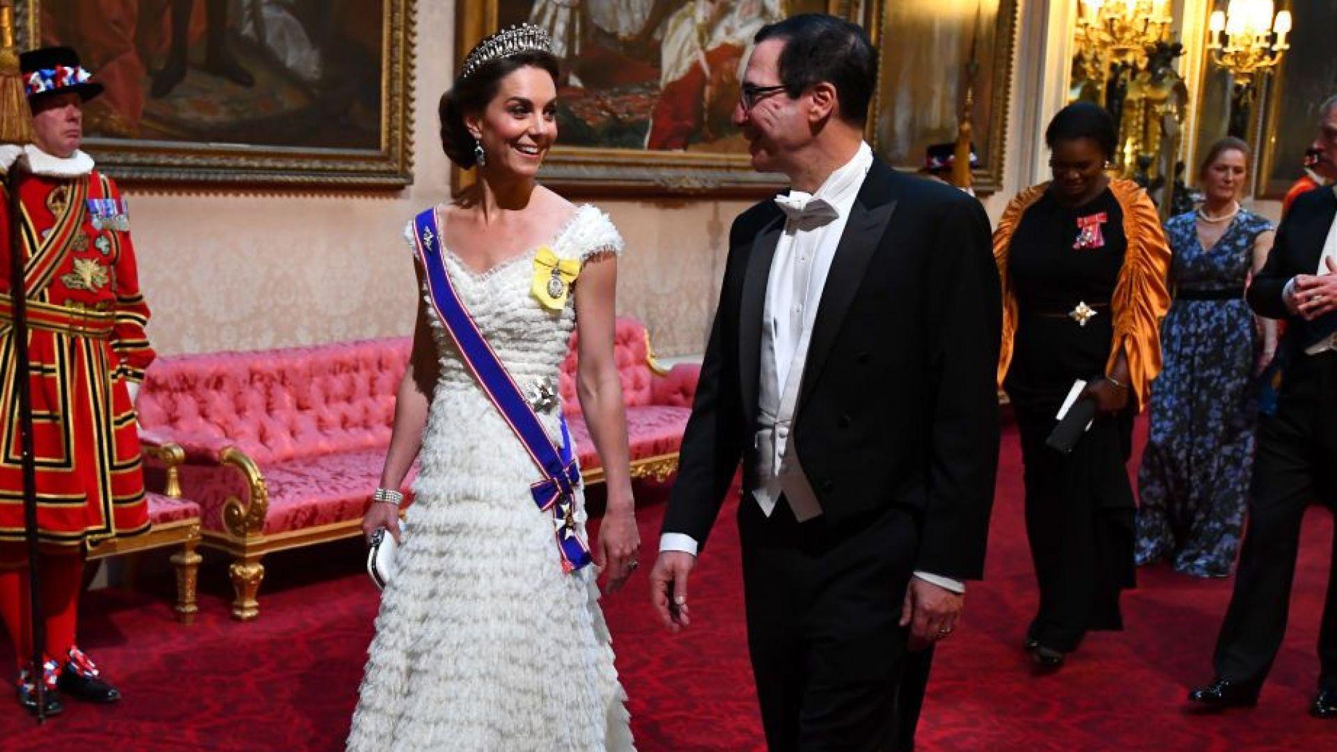 Кейт посрещна семейство Тръмп като истинска принцеса в Бъкингам