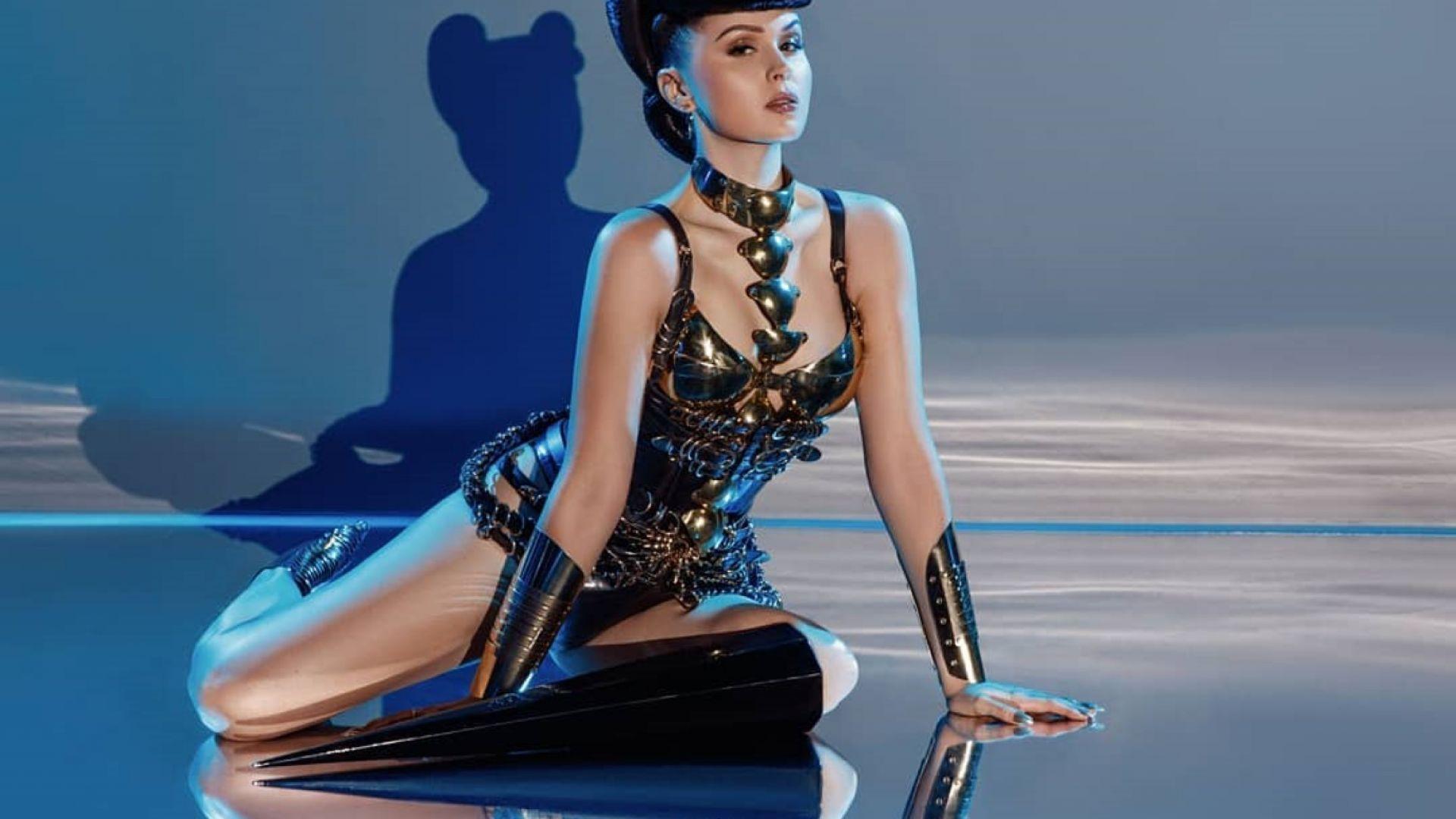 """Виктория Модеста танцува с протеза пикел в парижкия """"Крейзи хорс"""""""