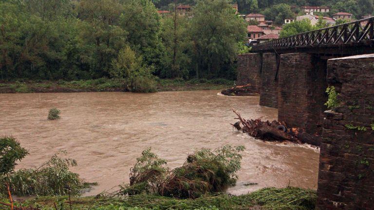 Река Янтра излезе от коритото си