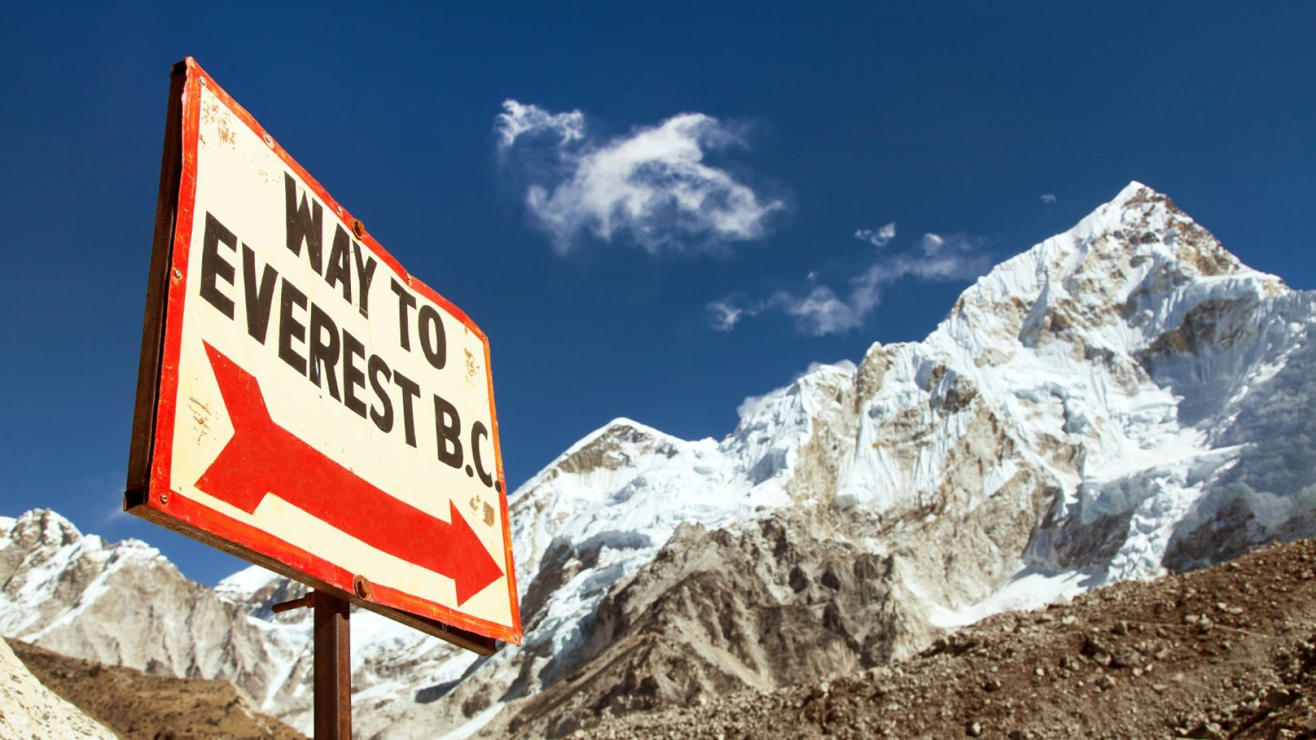 Еверест става все по-мръсен и по-топъл