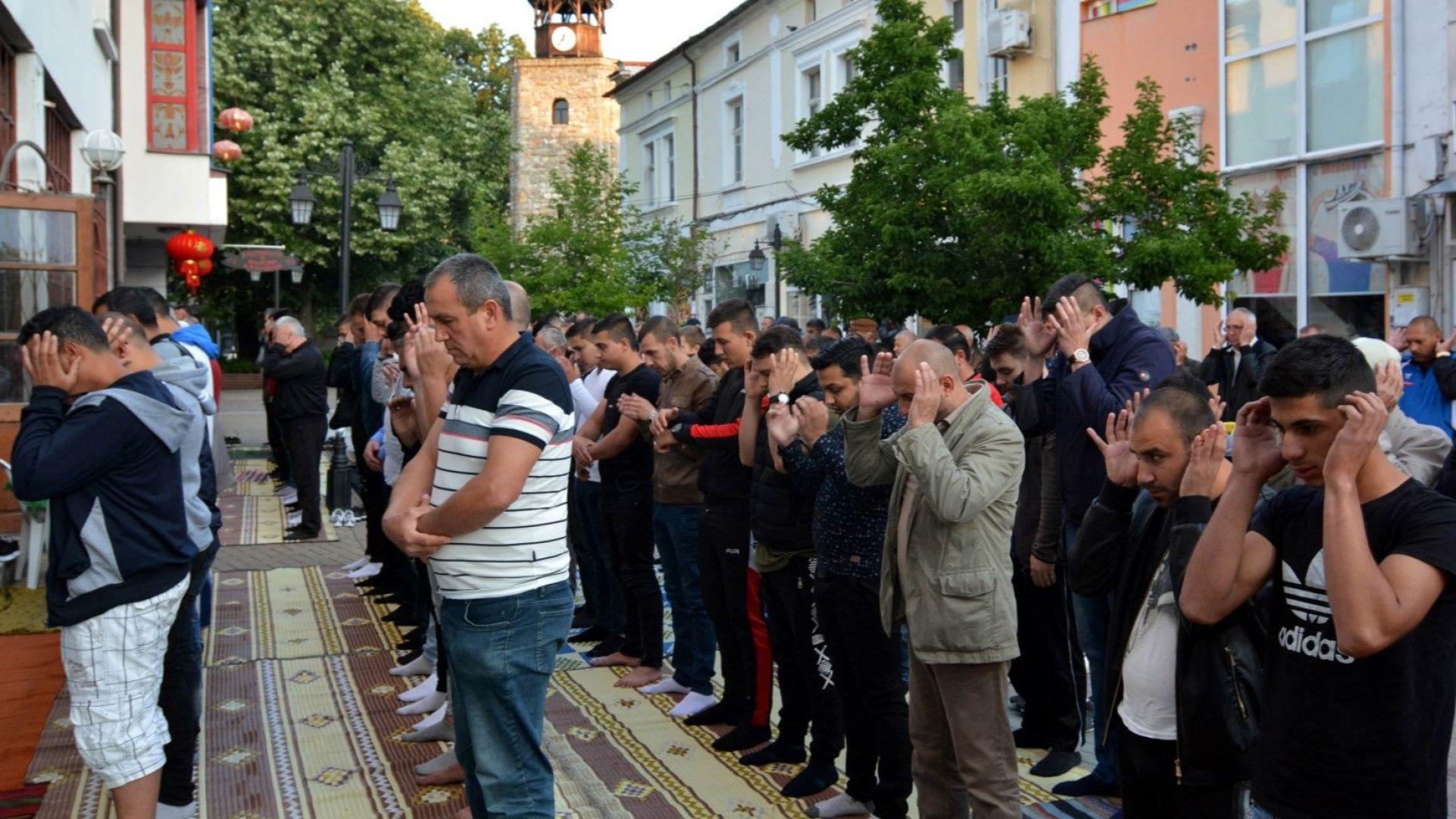 Вярващи мюсюлмани честват Рамазан Байрям, политиците ги поздравяват