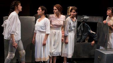 Любопитни събития в Софийския театрален салон очакват публиката в театър Азарян