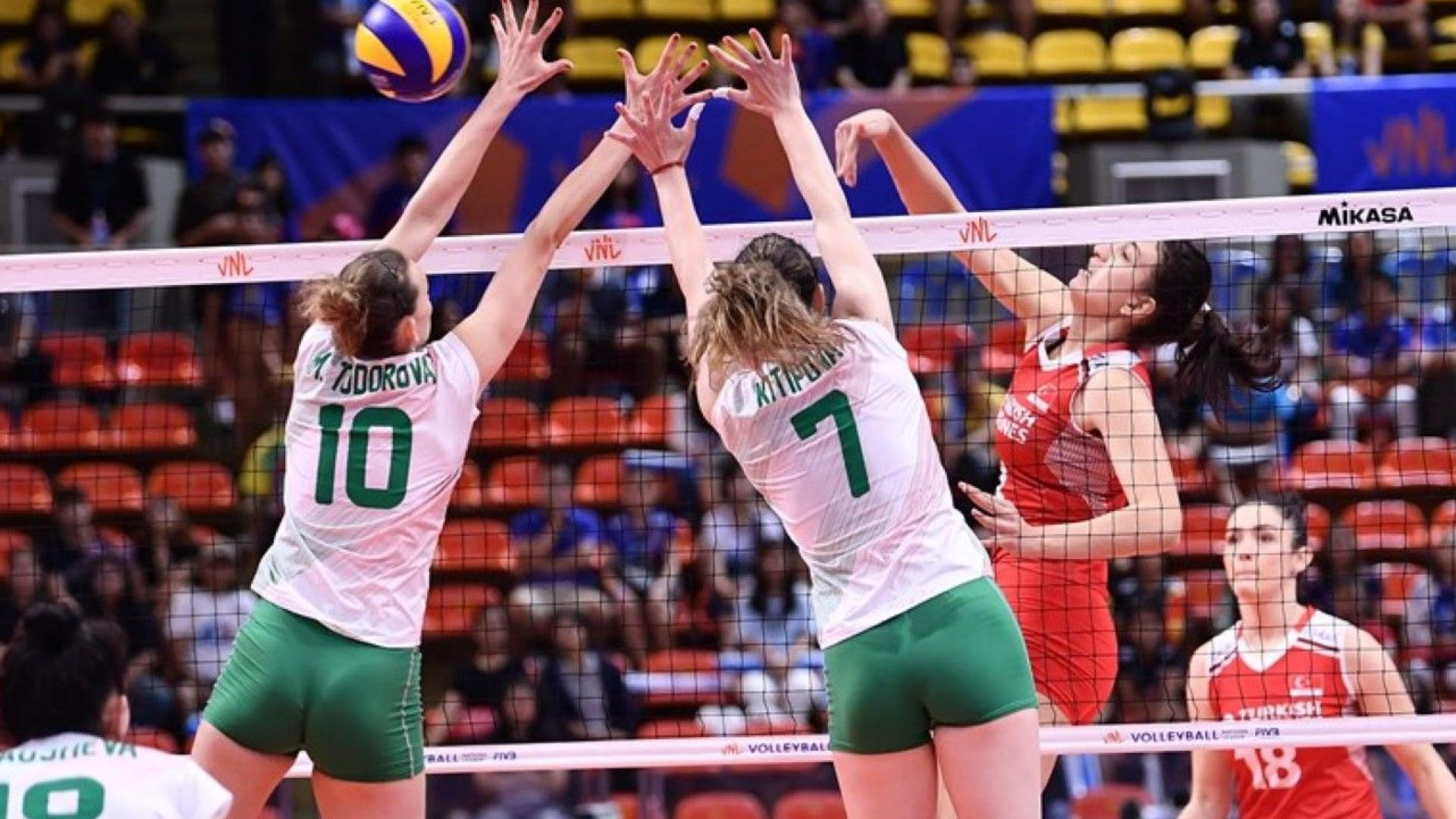 Нова загуба и унизителен втори гейм за България срещу Турция