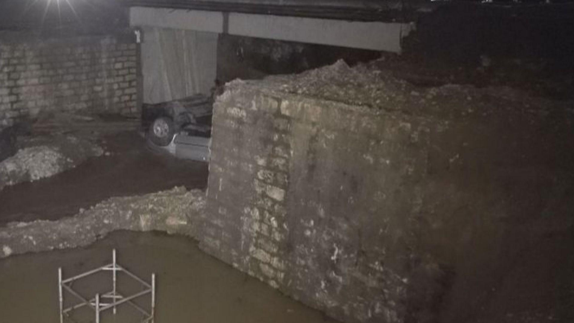 Джип падна от мост в ремонт, шофьорът загина, семейство с дете е в болница