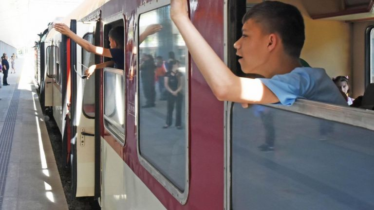 БДЖ осигури допълнителен нощен влак, който пътува през Подбалканската железопътна