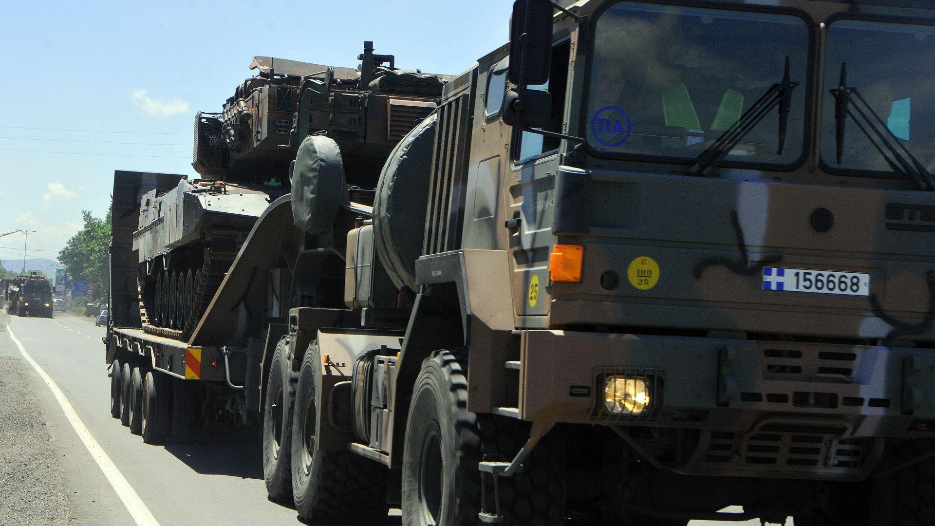 Колона от военна техника минава през страната за учения в България и Румъния (снимки)