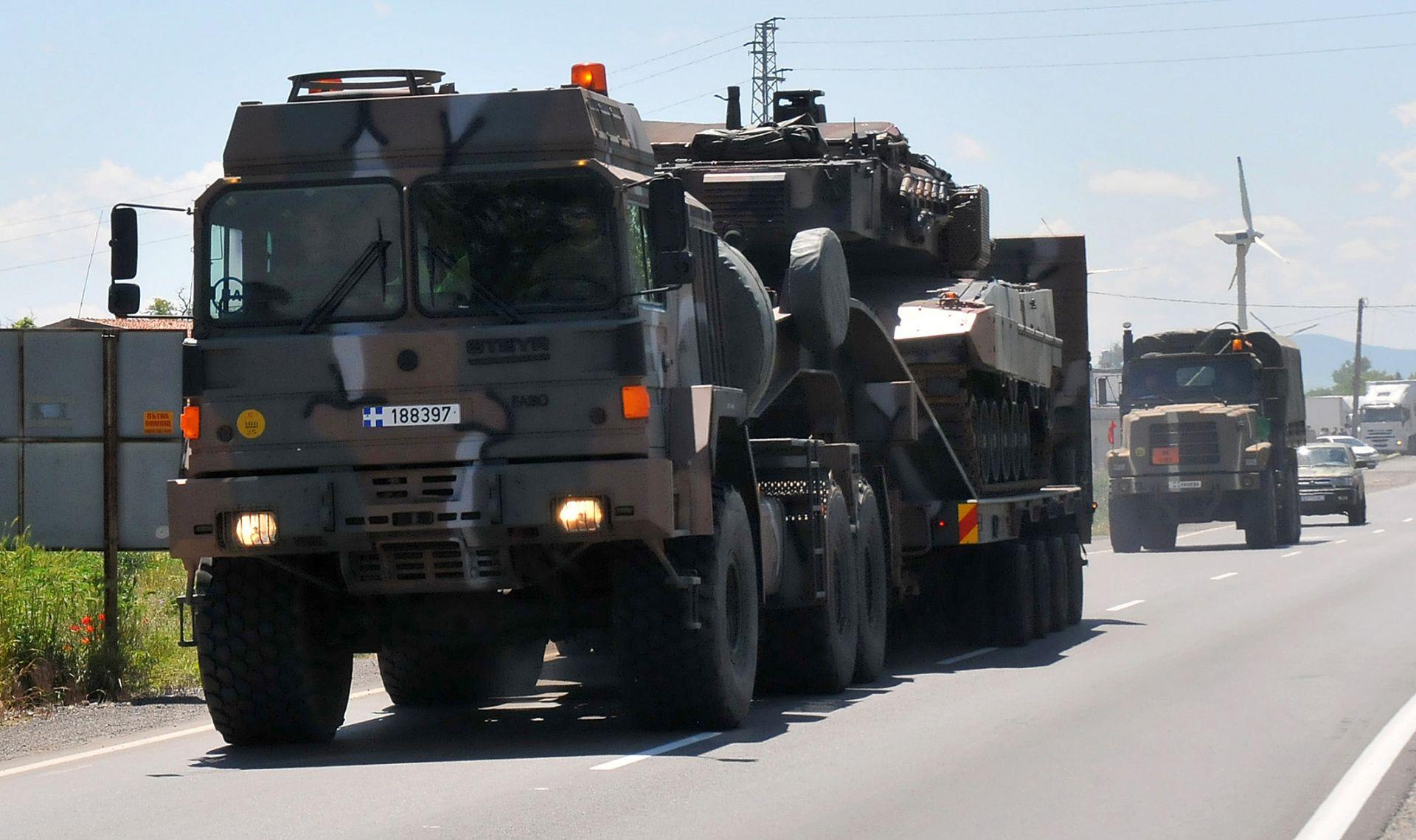 """Танков взвод от Гърция пристигна на учебен полигон """"Ново село"""" в близост до Сливен"""