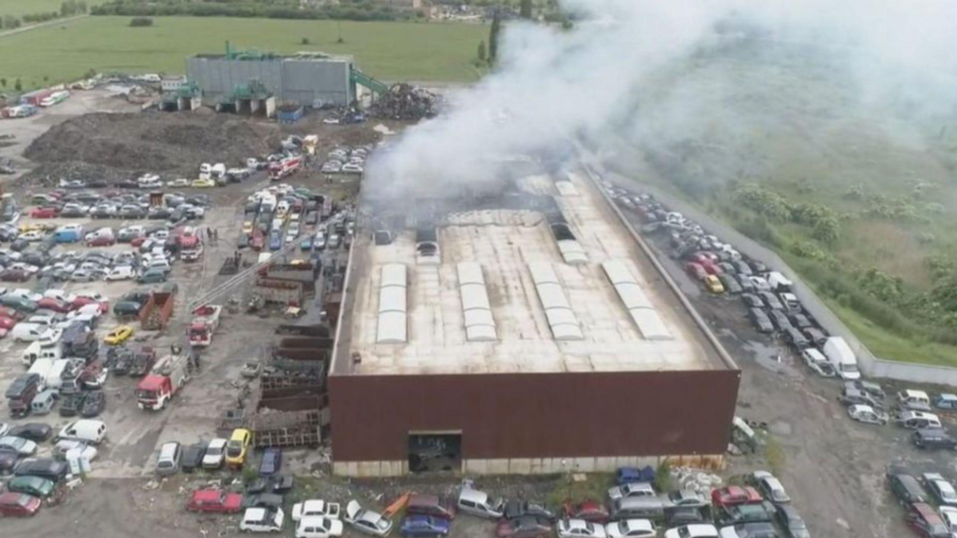 "Голям пожар избухна в производствено хале в ""Кремиковци"""