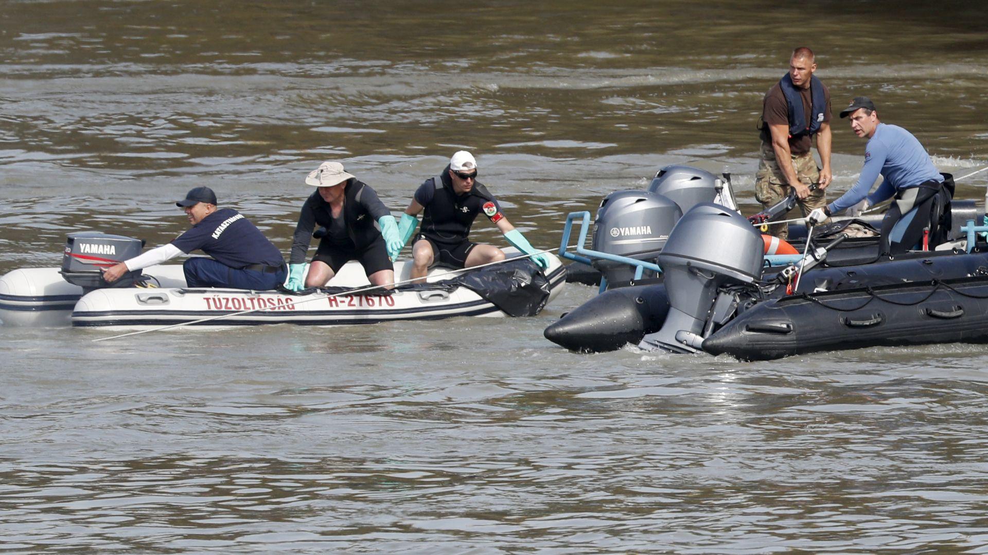 Откриха тялото на 13-а жертва на потъналото корабче в Будапеща (снимки)