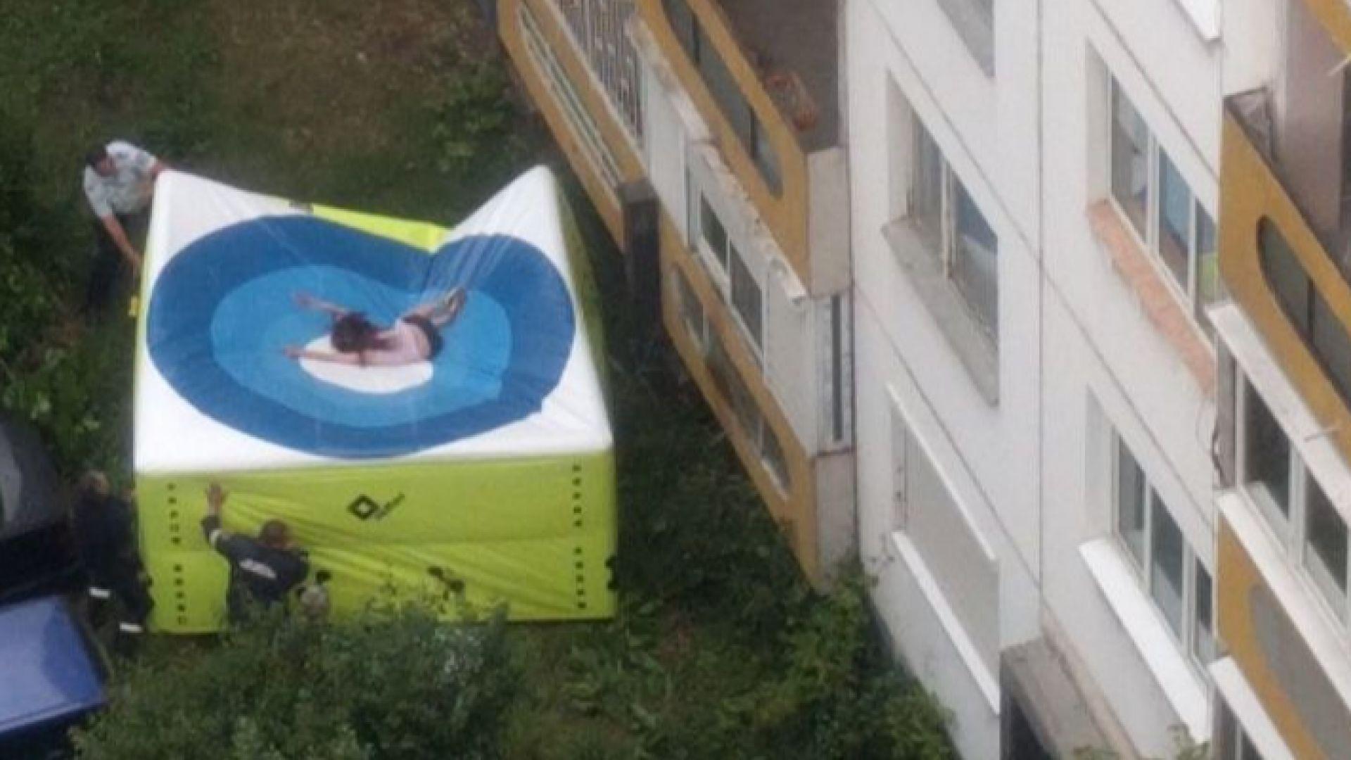 Софиянка подпали жилището си, след това скочи от 3-ия етаж