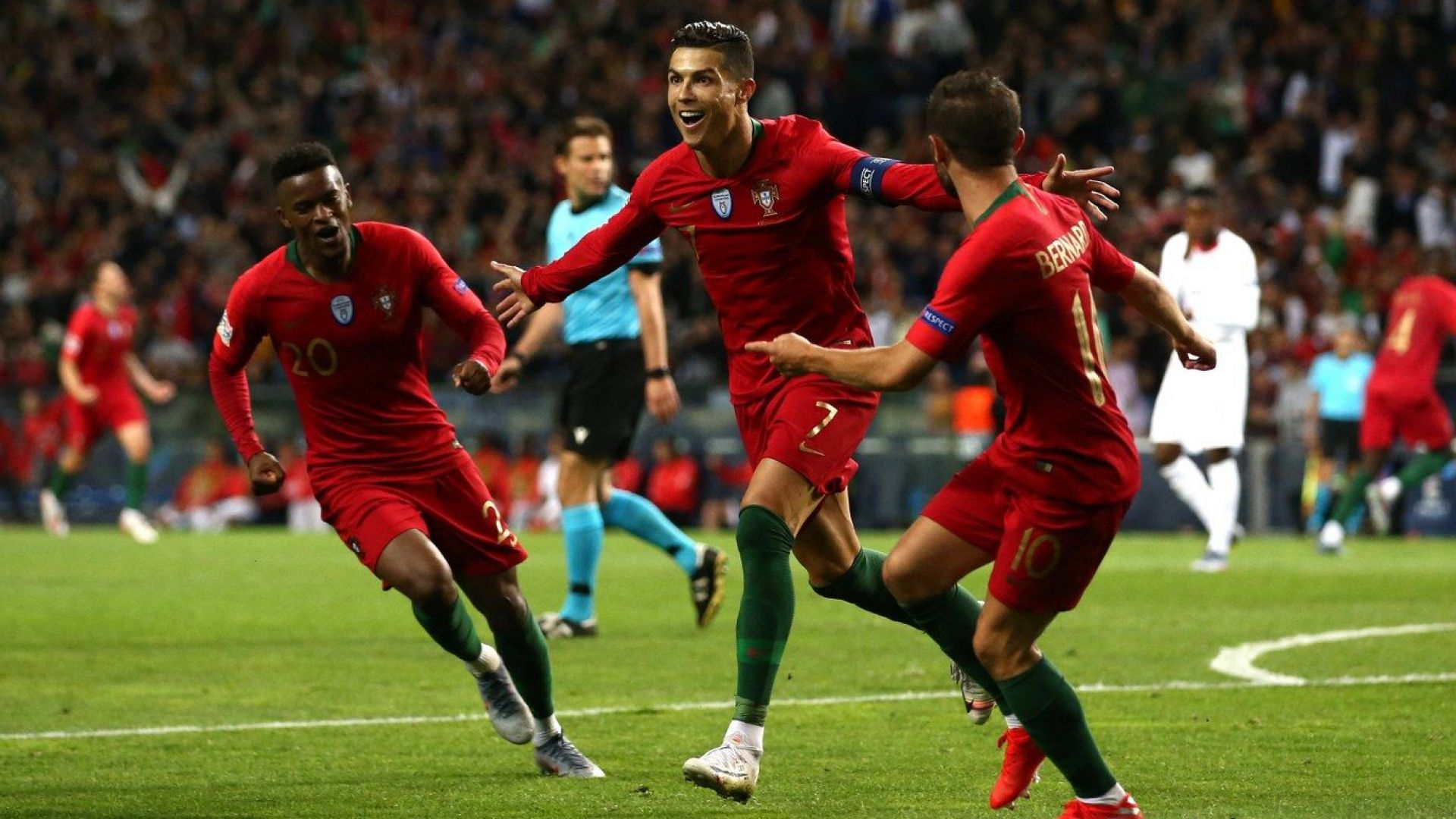 Огромен Кристиано прати Португалия на финал