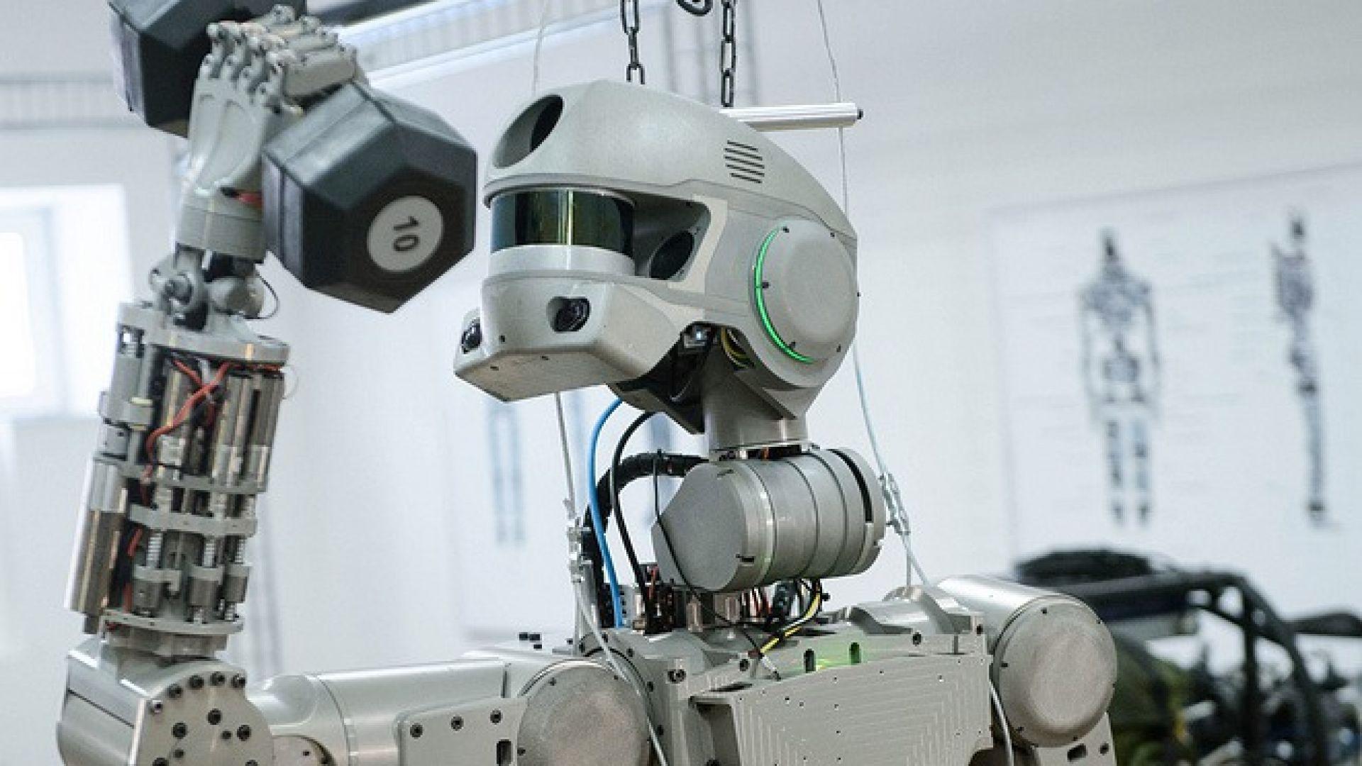 Роботът Фьодор се скачи с Международната космическа станция