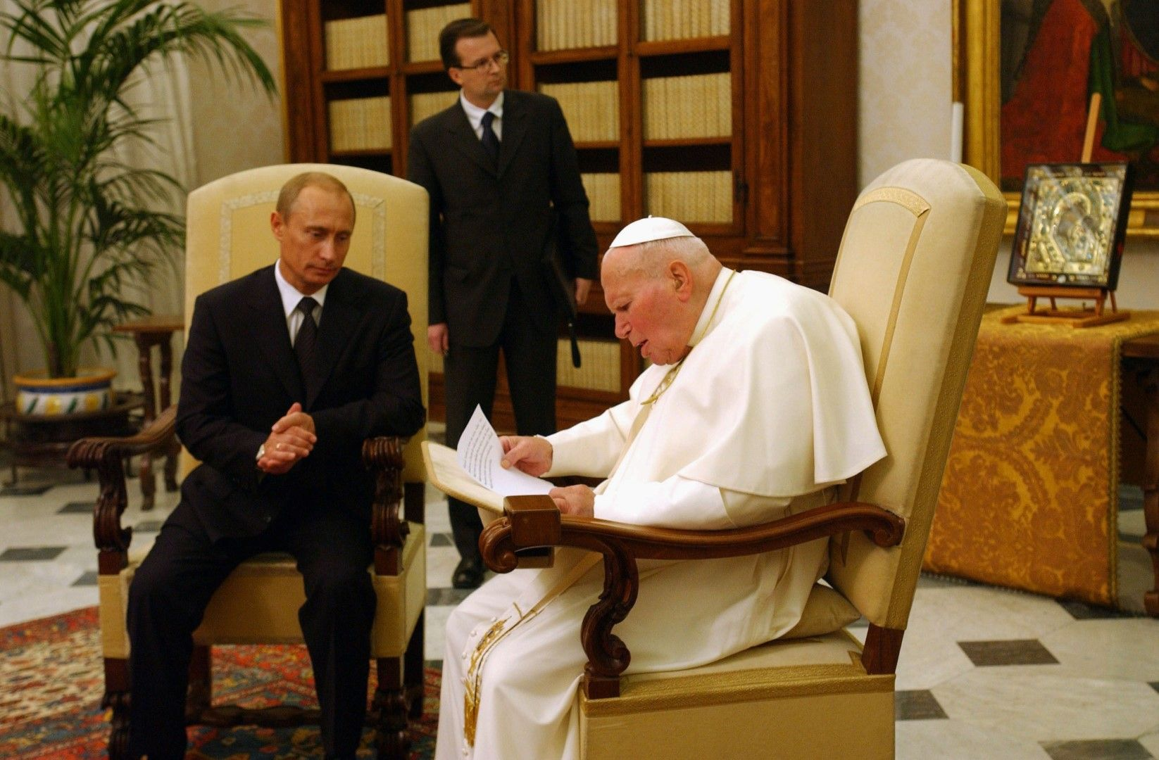 Папа Йоан Павел II разговаря с Владимир Путин