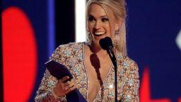 Кари Ъндърууд триумфира на наградите на за кънтри музика