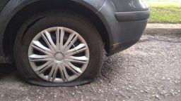 """Оставиха в ареста мъжа, нарязал гуми на коли в """"Стрелбище"""""""