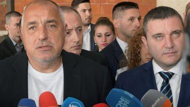 """Борисов пак тръгна с джипа, вози кмет и министър до """"Шишеджам"""" (видео)"""