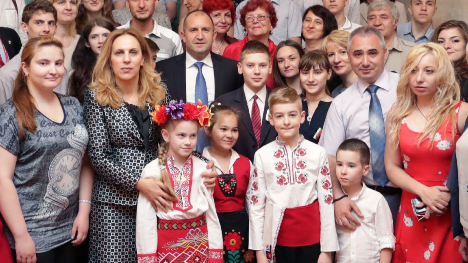 Радев пред българи в Санкт Петербург: Наш дълг е да развием отношенията с Русия
