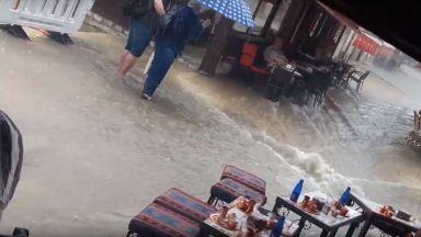 """""""Наводнение в чаршията"""" след пороя в Сараево (видео)"""