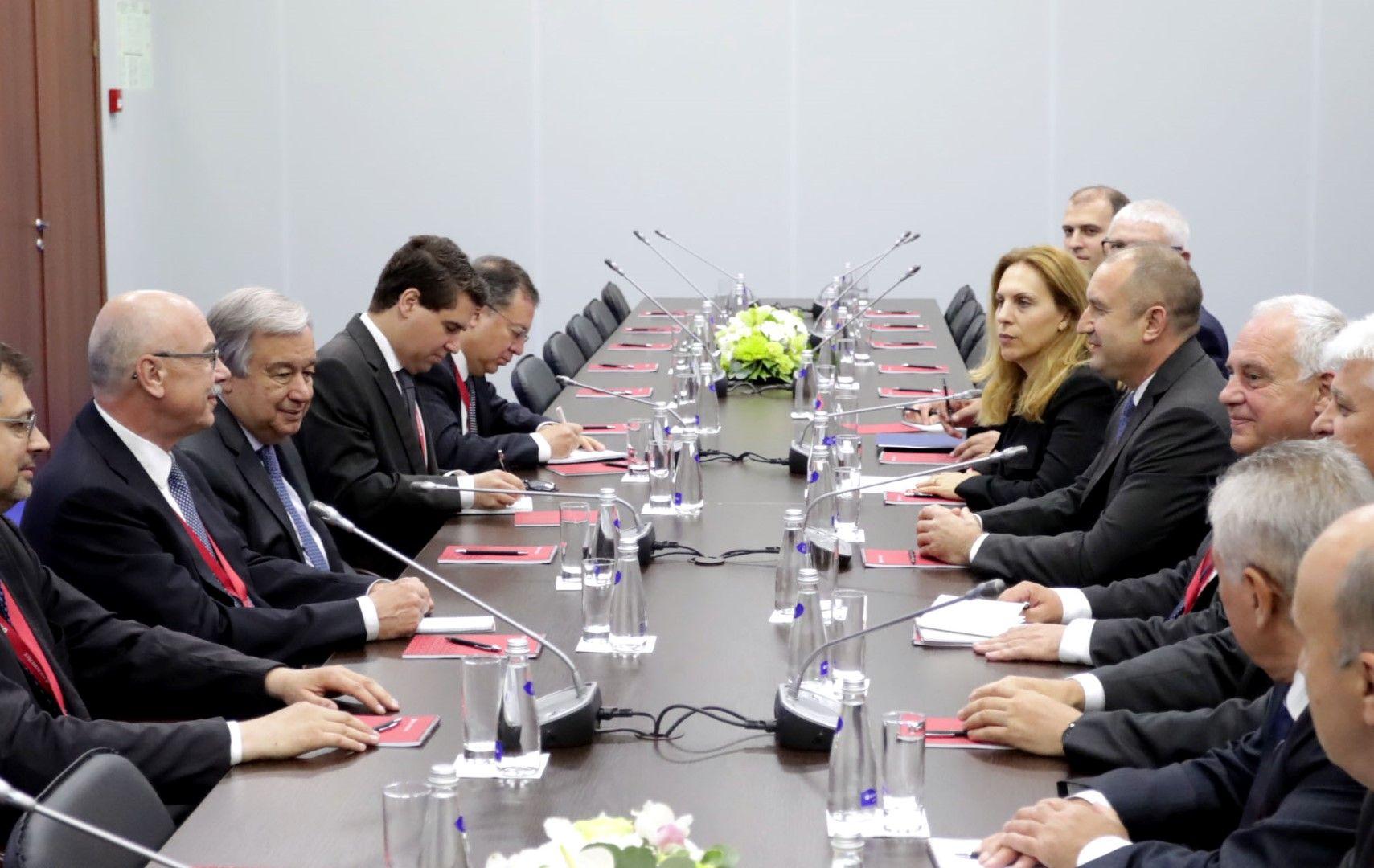 Делегациите, придружаващи Румен Радев и генералния секретар на ООН Антониу Гутериш по време на срещата