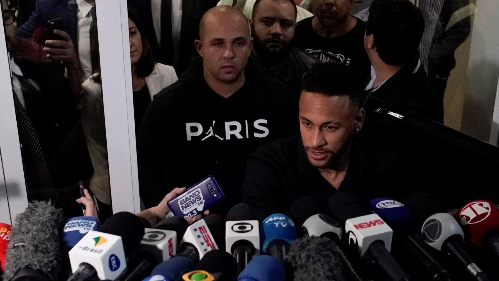 Неймар се яви в полицията и даде показания за изнасилването