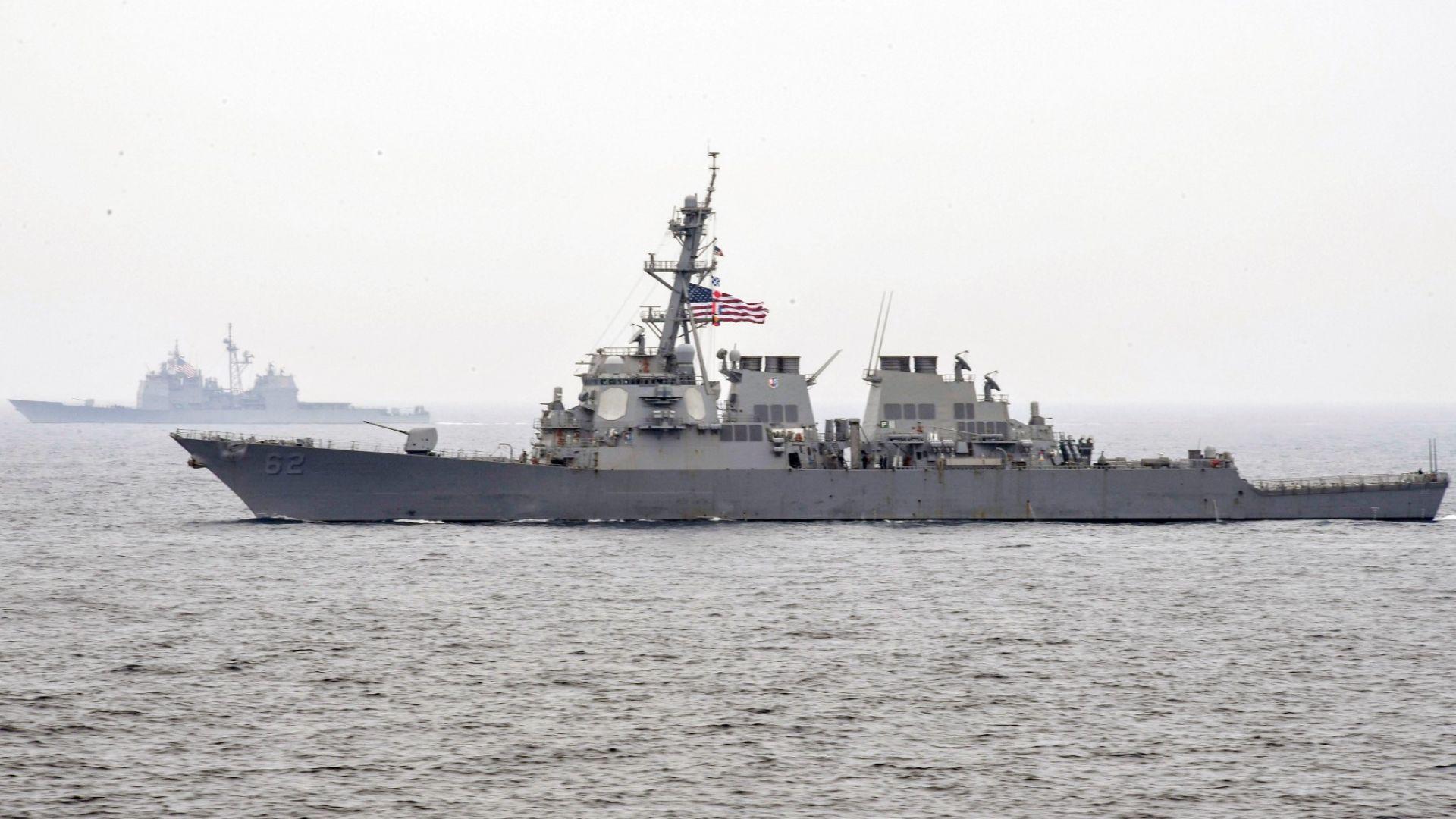 Руски и американски бойни кораби на косъм от сблъсък (видео)