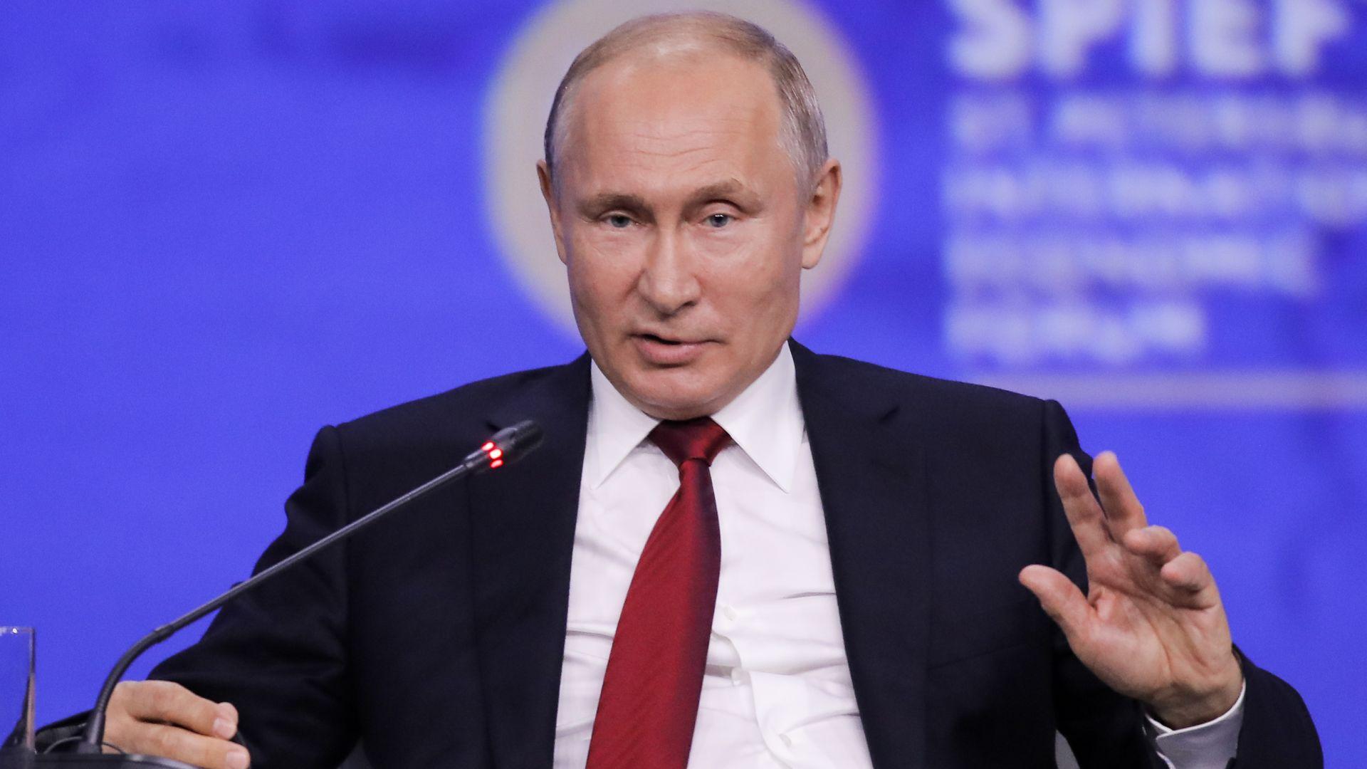 20 години на власт: защо Путин изглежда несменяем