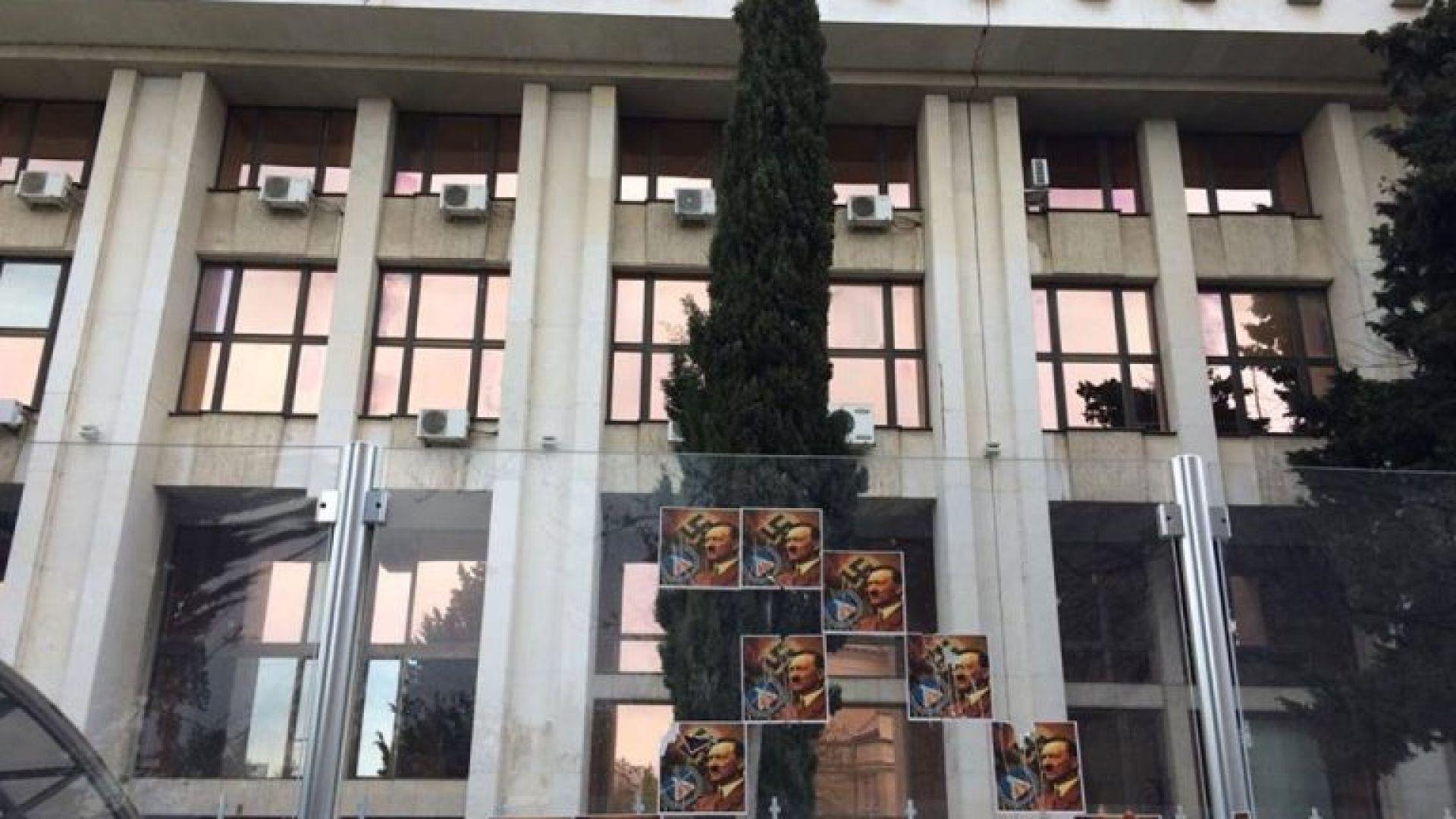 Спецпрокуратурата се заема със сигнала за плакатите с лика на Хитлер