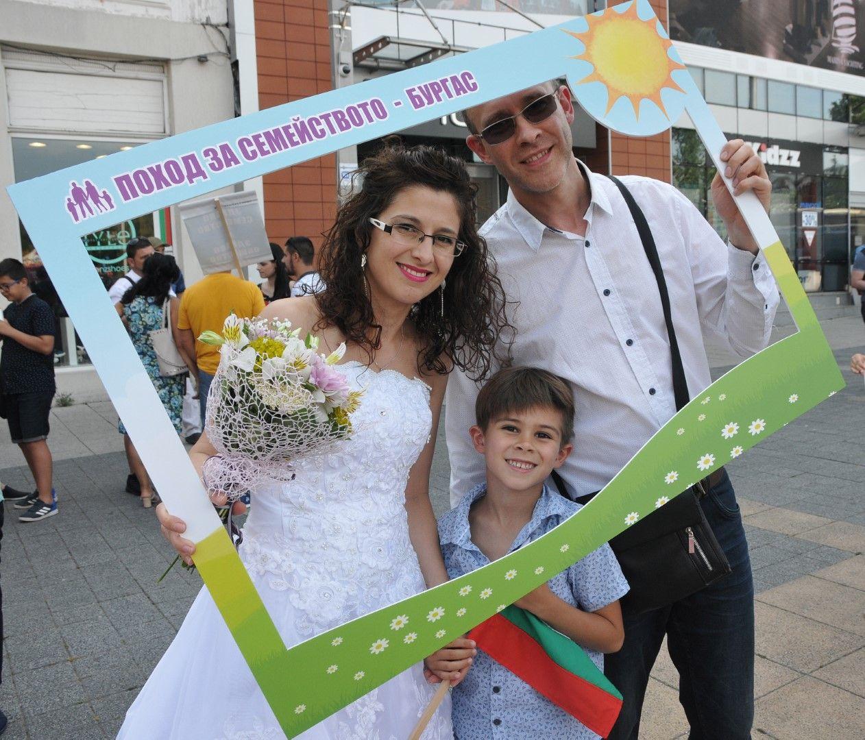 За шеста поредна година граждани се застъпват за брака между мъж и жена и семейните ценности в Бургас