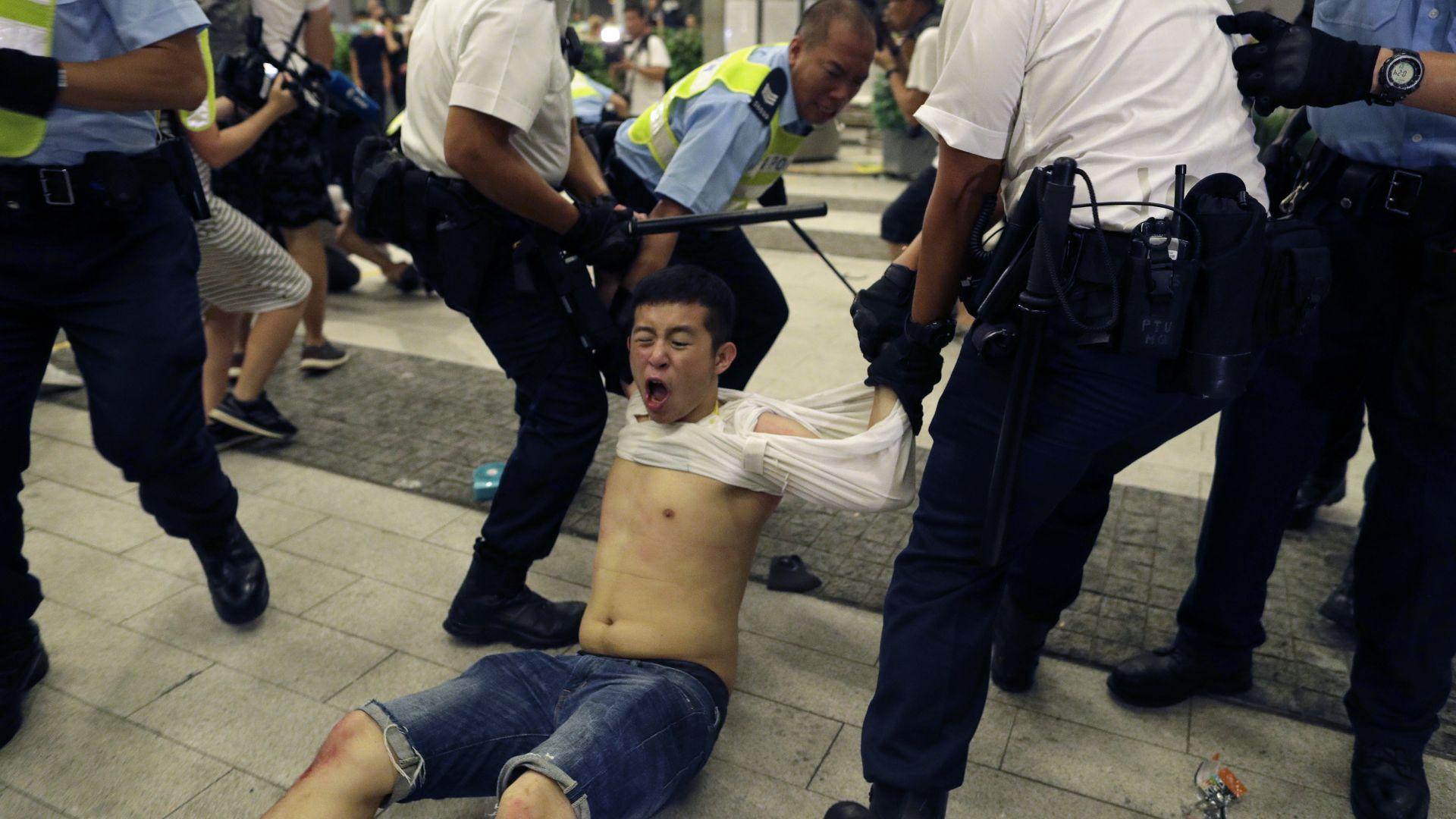 Сблъсъци между протестиращи и полиция в Хонконг