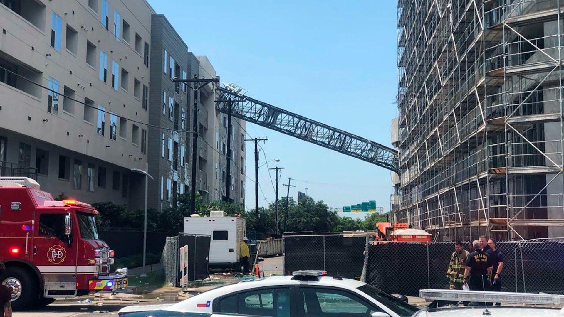 Един човек загина, а шестима бяха ранени при падане на кран в Далас