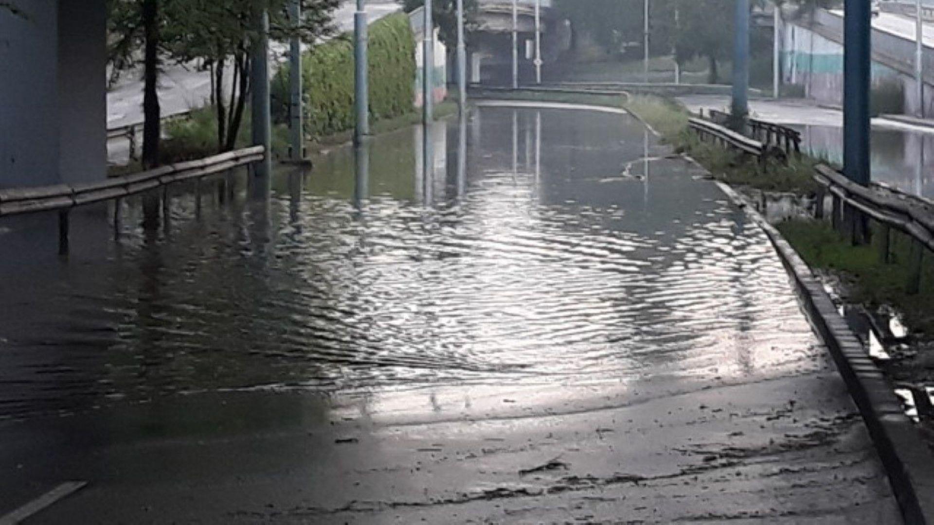 Нов порой наводни булевард в Пловдив