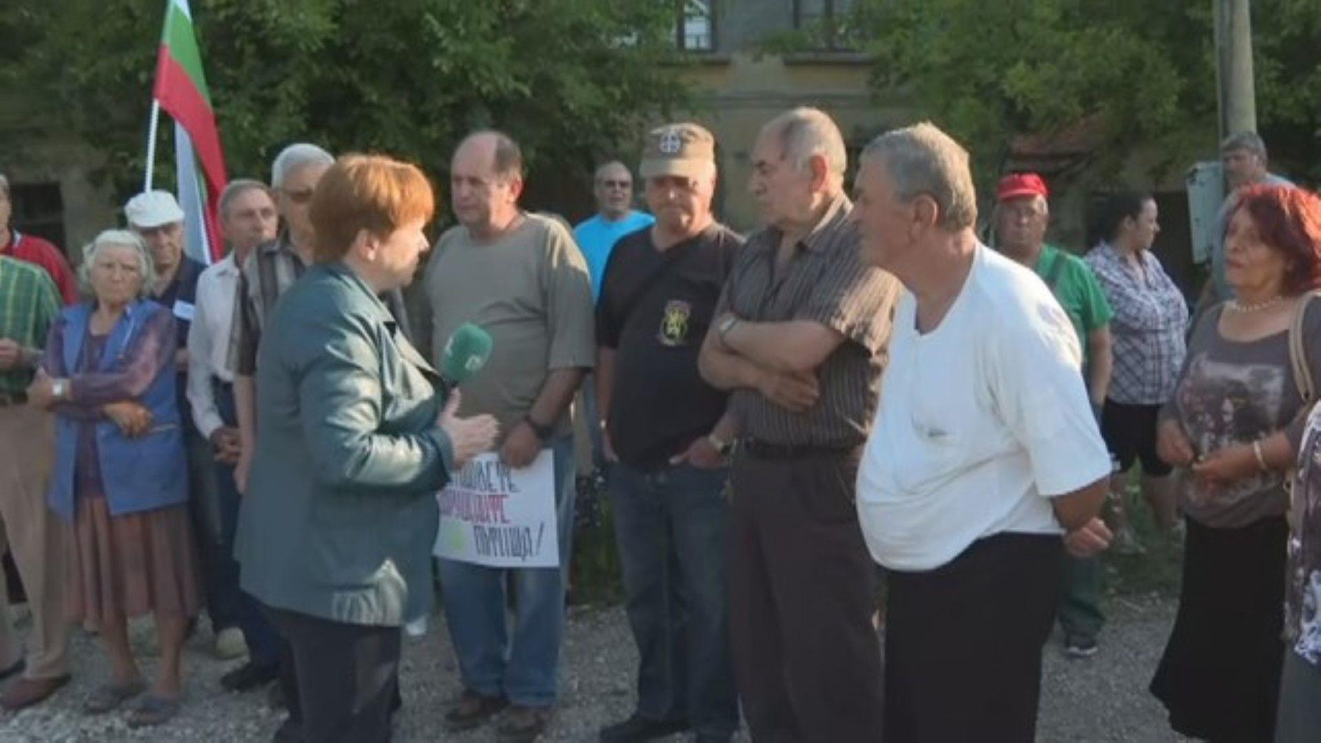Хората срещу камионите: Село Телиш на протест против опасния тежкотоварен трафик