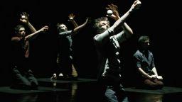 """""""Хуманоптер"""" - микс от съвременен цирк и танц в Театър Азарян"""