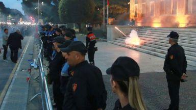 Кризата в Албания ескалира: Президентът не отстъпва, искат оставката му